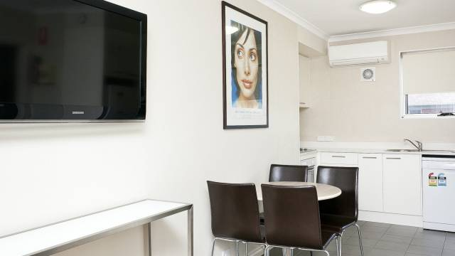 Forrest Hotel and Apartments - Sydney Tourism
