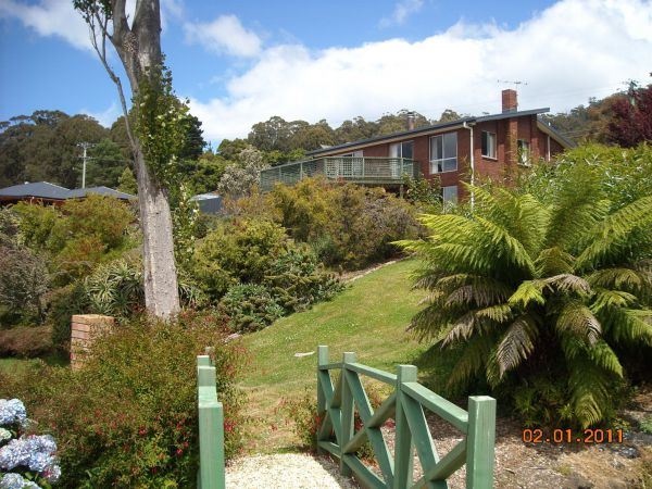 Three Hut Point Waterfront Accommodation - Sydney Tourism