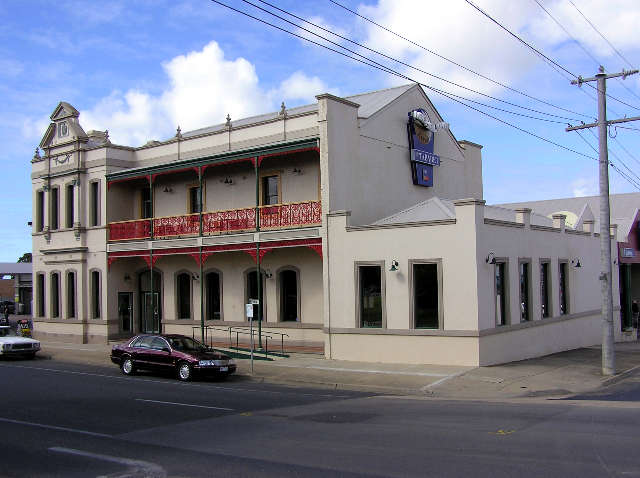 Mitchell River Tavern - Sydney Tourism
