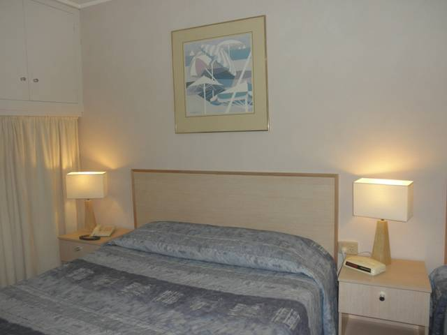Pine Lodge Motel - Sydney Tourism