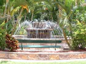 Bauer and Wiles Memorial Fountain - Sydney Tourism
