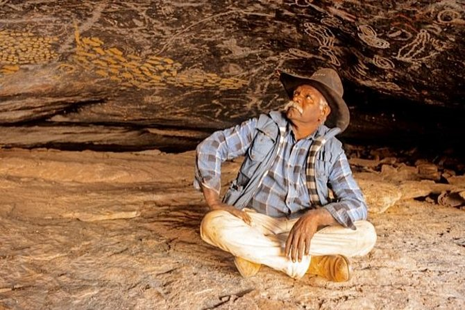 Cave Hill Aboriginal Cultural Experience From Ayers Rock - Sydney Tourism
