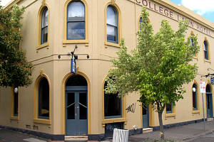 The College Lawn Hotel - Sydney Tourism