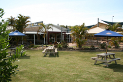 Moonee Beach Tavern - Sydney Tourism