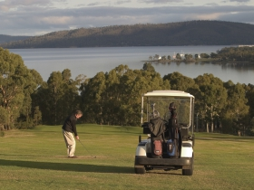 North West Bay Golf Club - Sydney Tourism