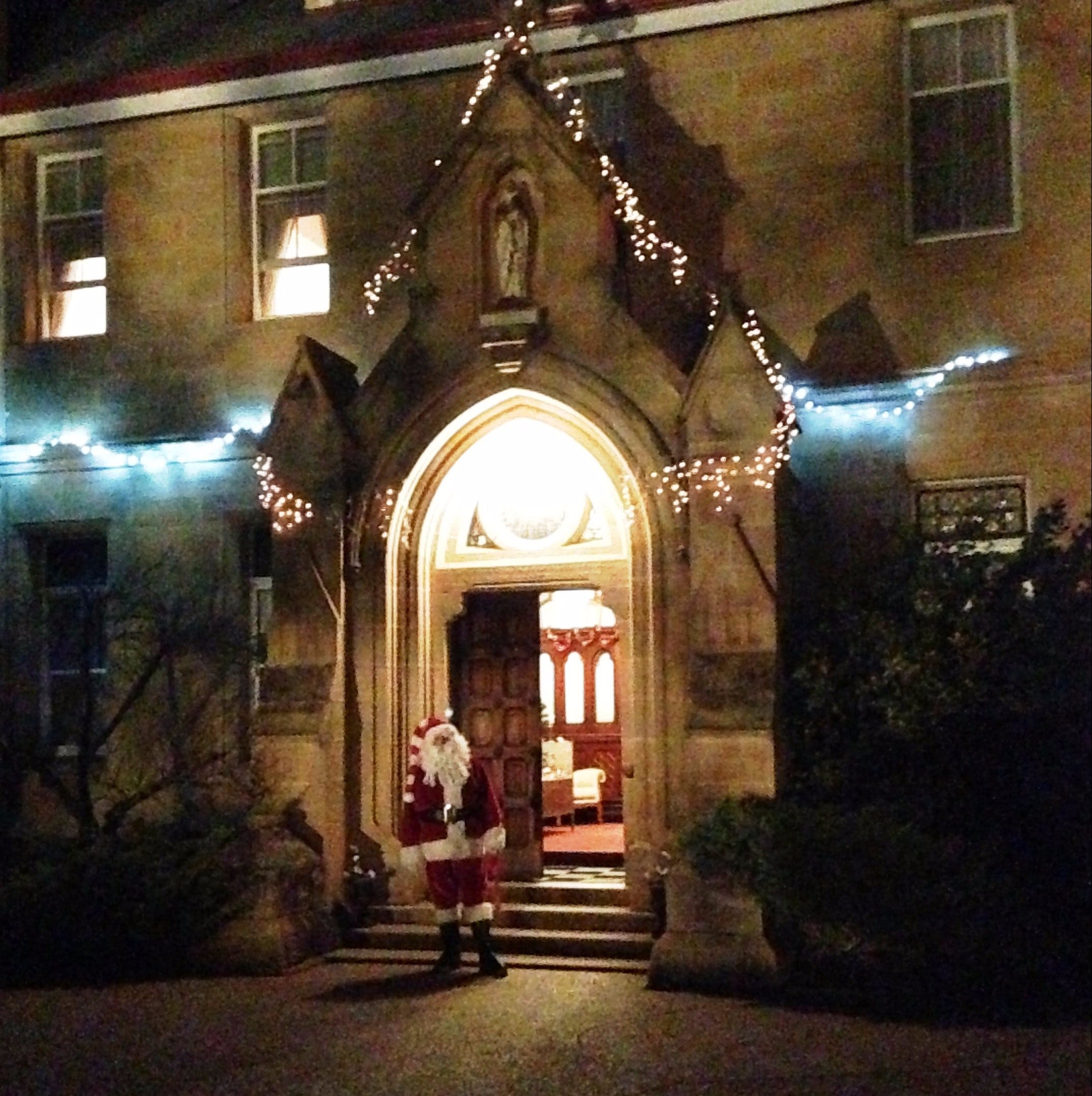 Abbey of the Roses - Christmas in July - Sydney Tourism