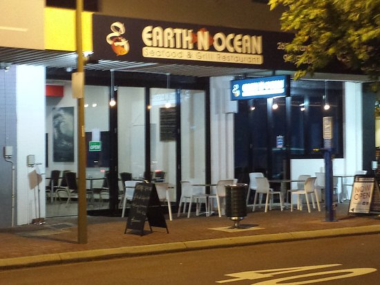 Earth n ocean seafood grill restaurant - Sydney Tourism