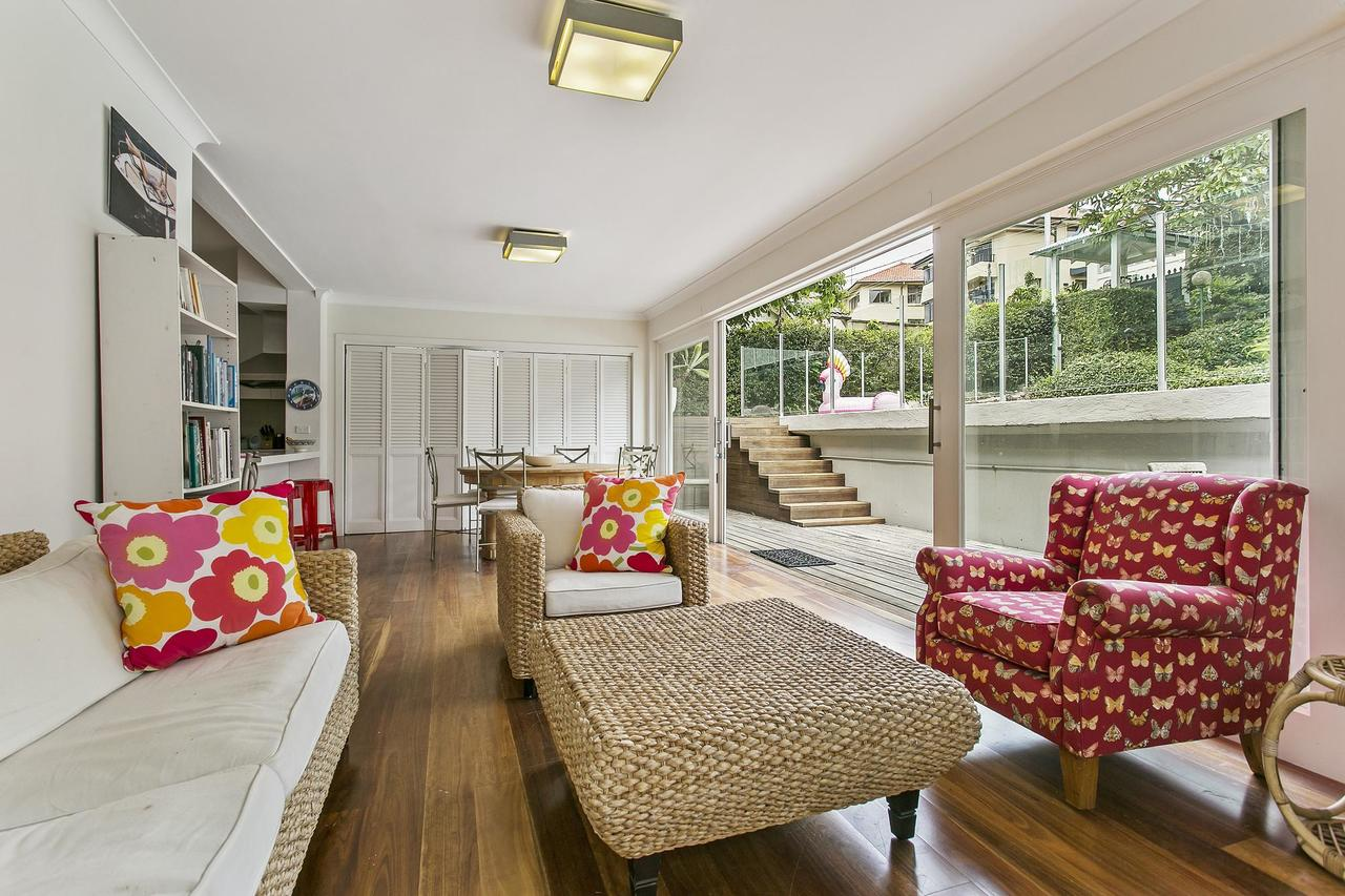 Summery spacious 4 bed home in Kurraba Point Kurraba Point