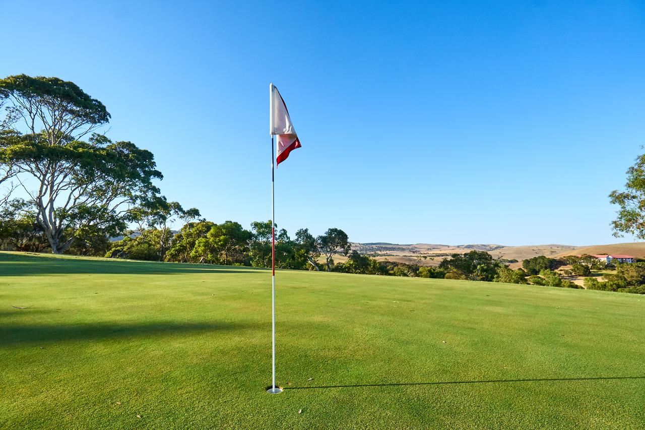 New Terry Hotel  Golf Resort - Sydney Tourism