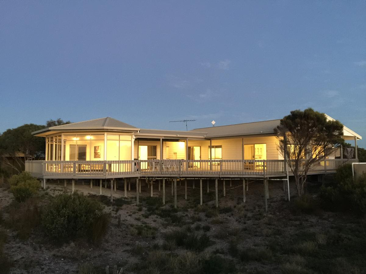 White Sands Holiday Retreat - Sydney Tourism