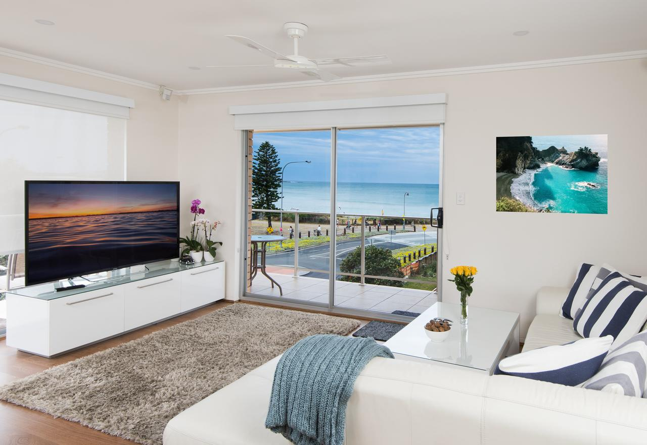 Stylish 3 Bedroom Beachview Apartment - Sydney Tourism