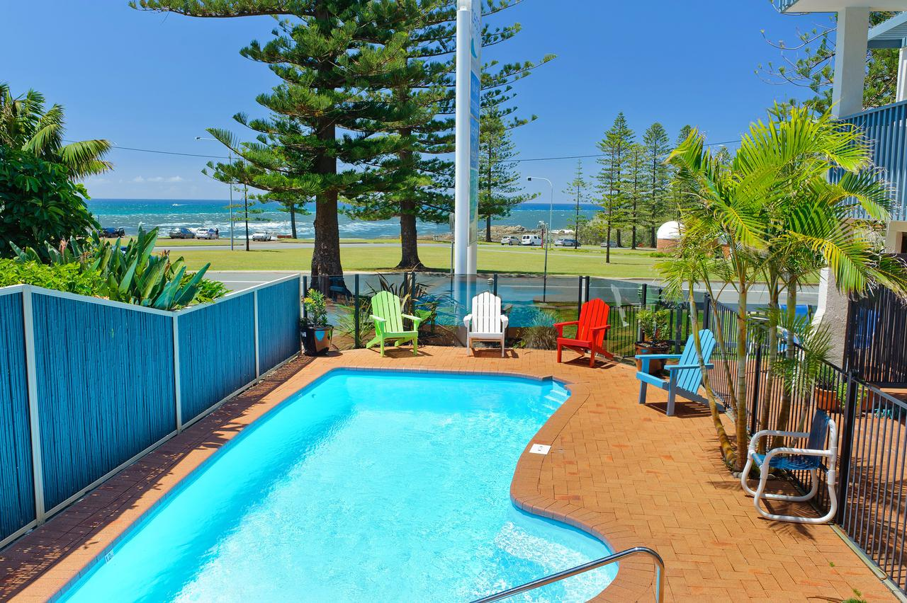 Beach House Holiday Apartments - Sydney Tourism